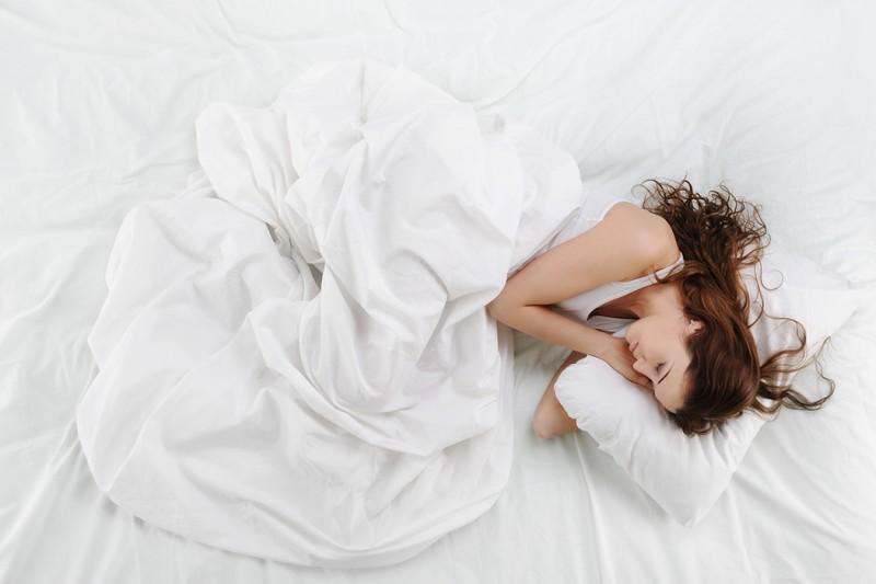 維持舒適的S型睡姿 專家教你怎麼挑選理想的彈簧床墊