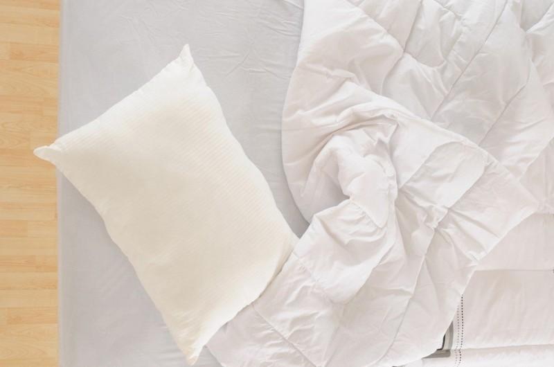 「高枕無憂」真的好嗎?這個原則挑枕頭才不會睡到腰酸背痛