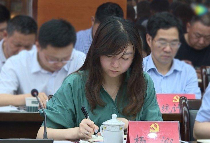 她19歲當銀行櫃員29歲掛職副縣長 簡歷已被悄悄修改
