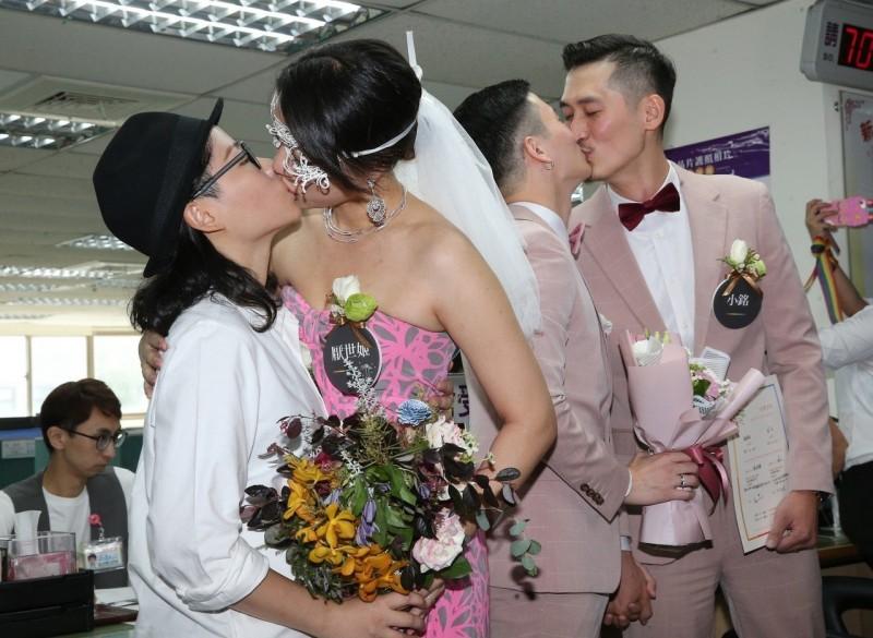 女同志新人厭世姬、簡莉穎 今登記結婚吐真心話