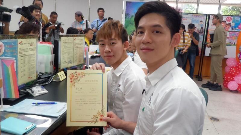 同性婚姻登記首日 台灣、澳門伴侶未登記成功