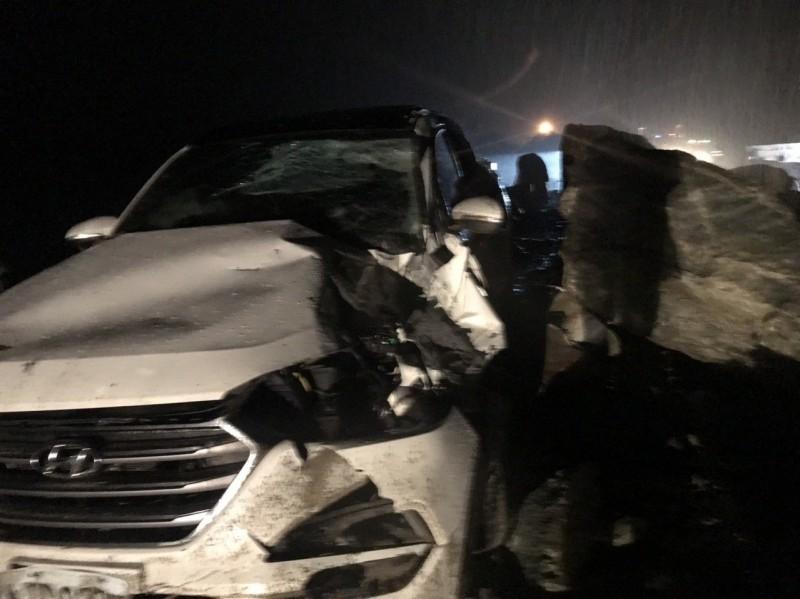 蘇花公路落石砸車 雙向交通中斷警方公路單位處理中