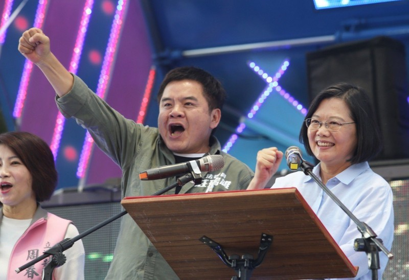 辣台妹回鄉打政績牌 「再給我一任,台灣一定脫胎換骨」