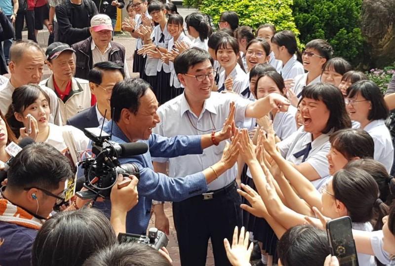 總統初選燒進校園 「複製韓冰」會成燎原火?
