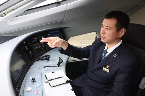 高鐵司機這個小動作 讓他一輩子考不過汽車駕照