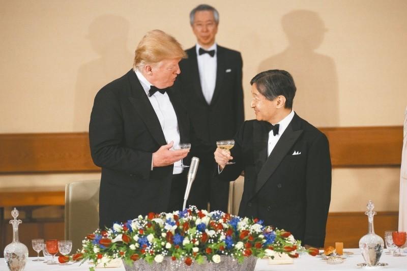 和天皇乾杯純粹作作樣子 真相是:川普滴酒不沾