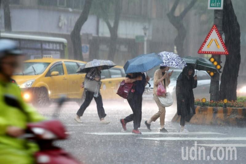 梅雨季第四道鋒面報到 16縣市發布大雨特報