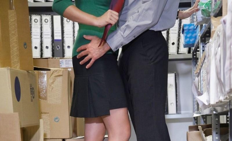 趁老婆生完小孩請育嬰假 他偷吃女下屬還穿情侶鞋