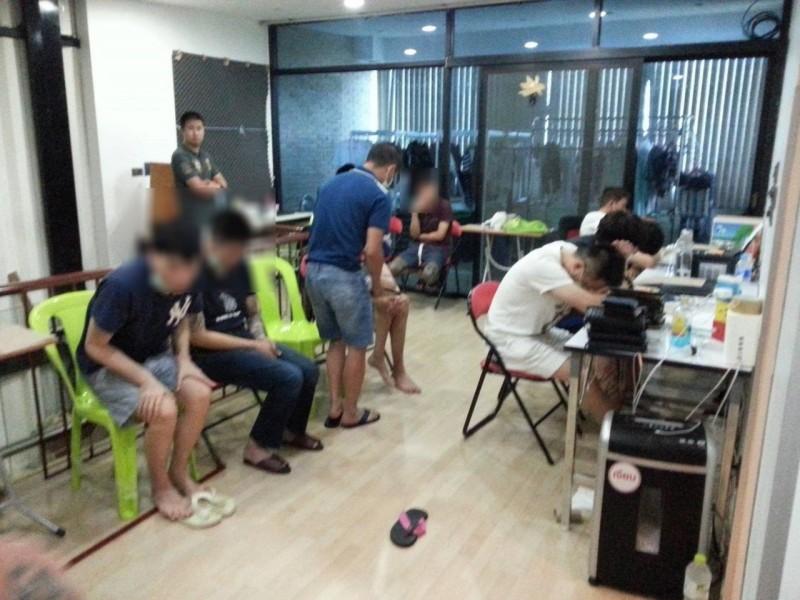 影╱泰皇大赦台25詐欺犯回台 又黑又瘦嗑光警方提供便當