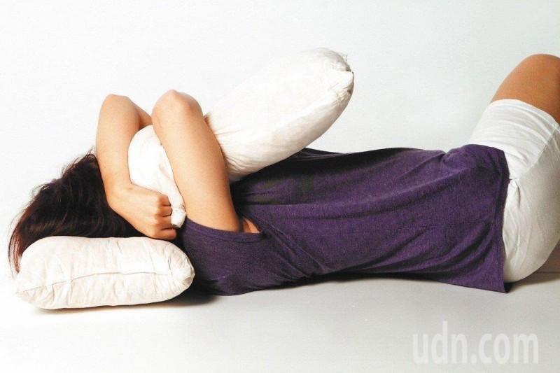 睡覺最好關燈 研究:夜間光源恐增肥胖風險
