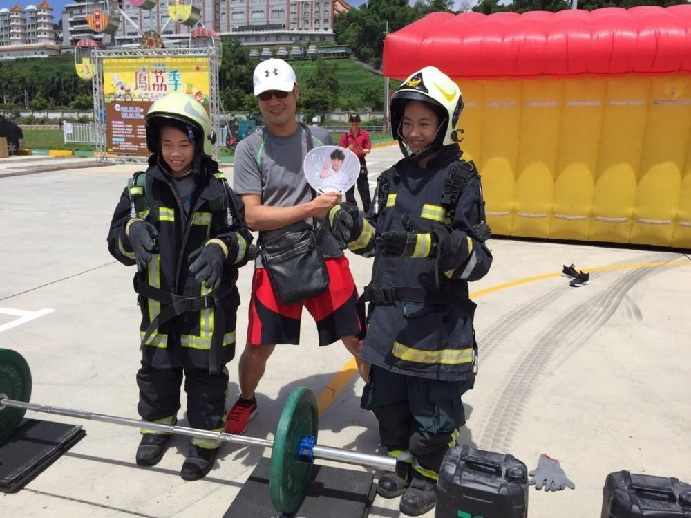 濃煙體驗室好逼真 大樹消防隊教導民眾要這樣逃生