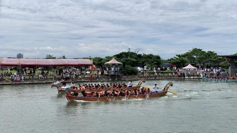 新竹縣龍舟競賽 競爭激烈一度因秒數爭議暫停賽事