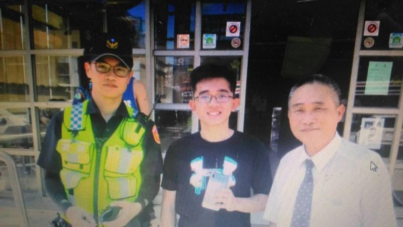 馬來西亞大學生遺失手機 熱心暖警協助尋回