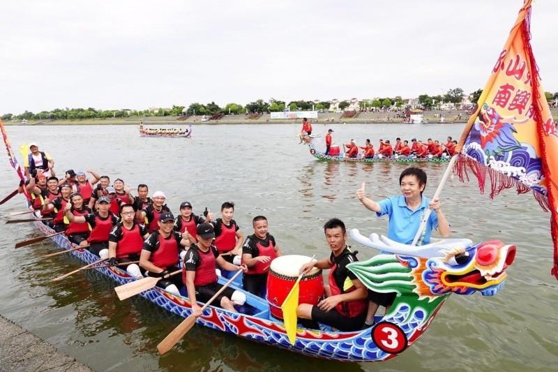 宜蘭龍舟賽金同春獲男女組雙料冠軍 抱走40萬獎金