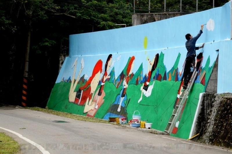 土耳其藝術家攜手池上學童 彩繪阿美族神話