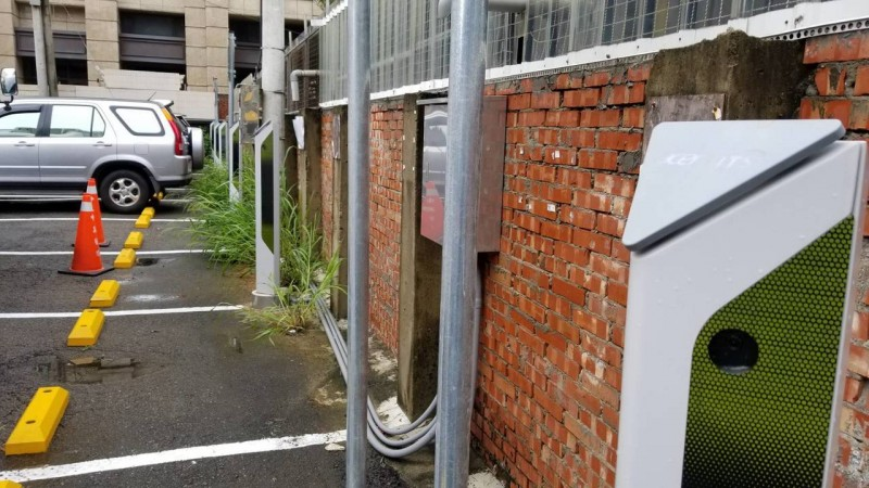 取消柵欄與代幣 竹市東區區公所影像智慧停車柱啟用