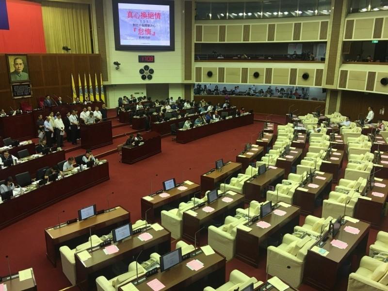 北市議會總質詢13官員罰站10分鐘 全場陷靜默