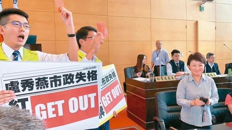 台中市議會首例! 盧秀燕被議員請出場