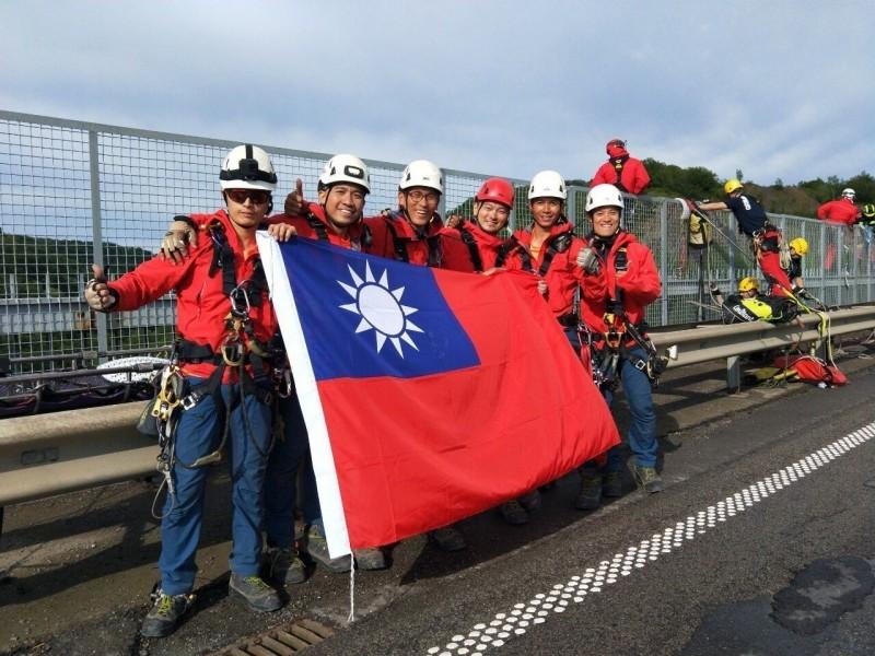 用繩子連接夢想 高雄繩索救援隊帶國旗奪冠