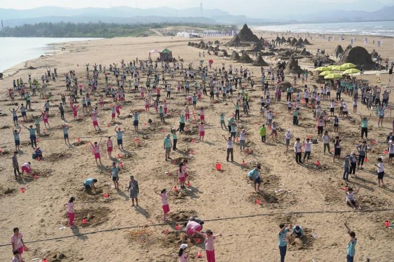 300海豚現身 福隆國際沙雕挑戰金氏世界紀錄成功
