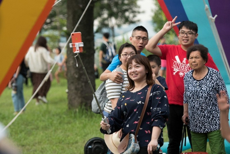 桃園熱氣球嘉年華光雕秀 鄭文燦:體驗幸福經濟學