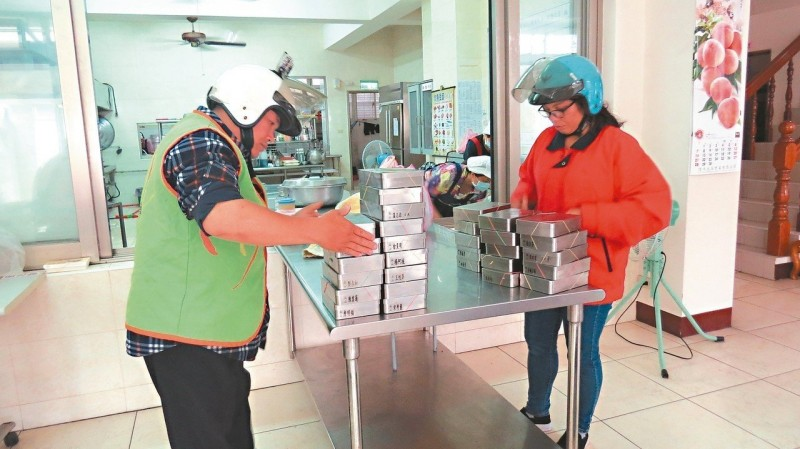 協和送餐改用不鏽鋼便當 11個月省2萬個紙餐盒
