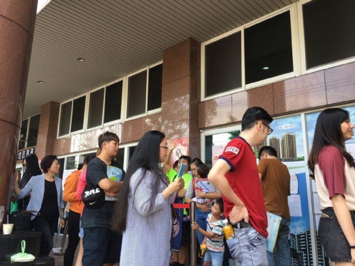 龜山A7合宜宅釋出8戶招租 民眾送件大排長龍