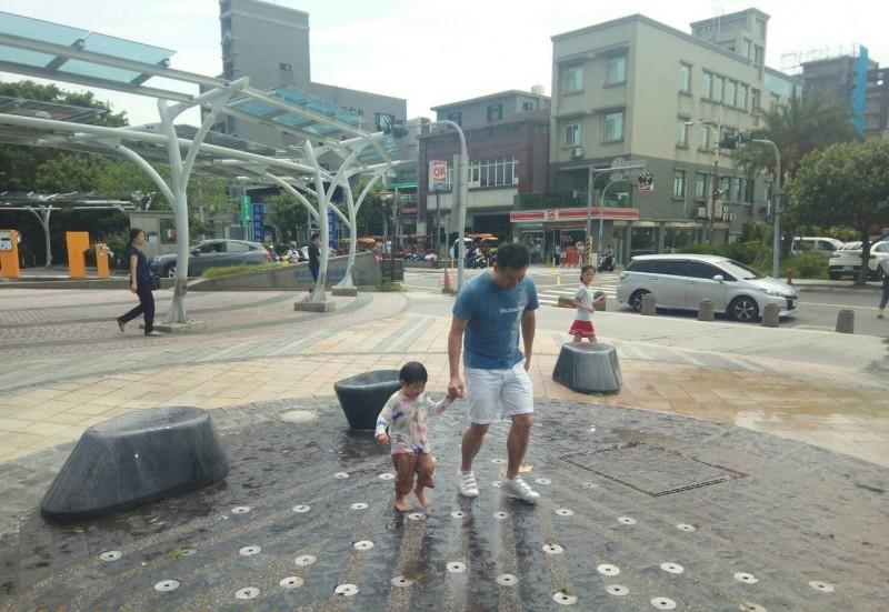 暑假戲水要去哪? 這2座公園的戲水噴泉開放囉