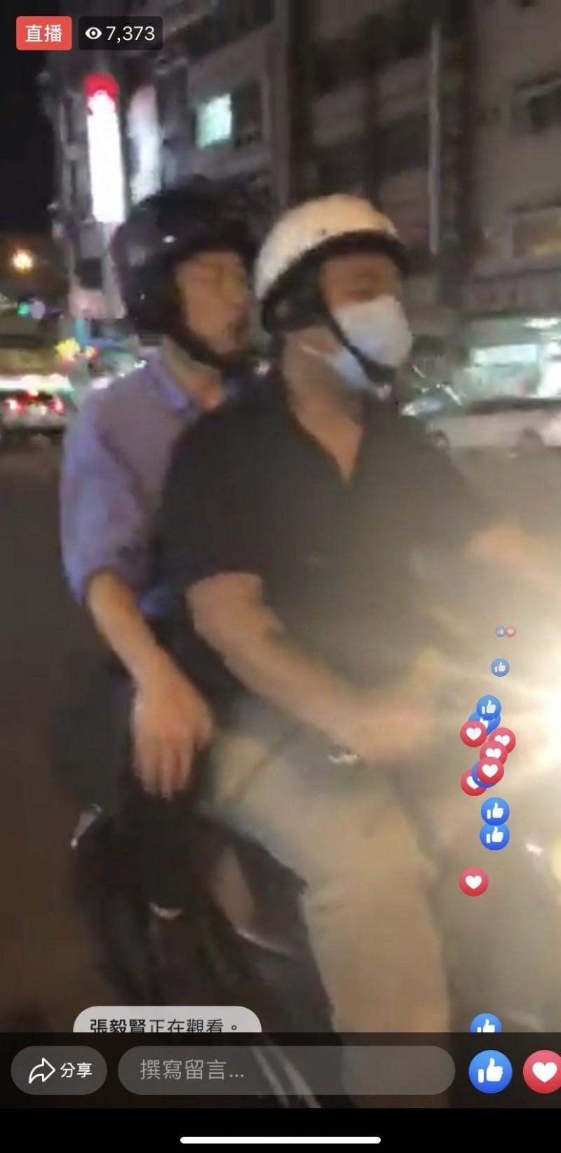 韓國瑜開直播騎機車「檢查」路平 陪員警臨檢酒駕