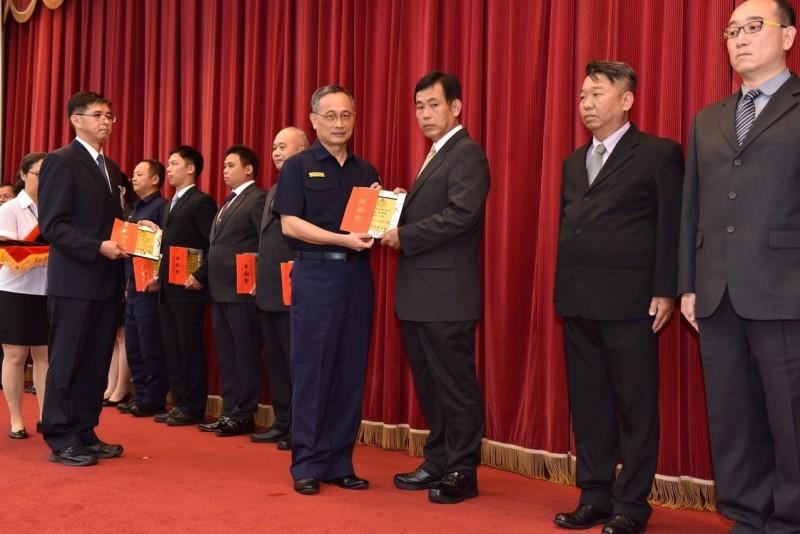 助無數青少年走向正途十多年 永康警獲少年保護績優獎