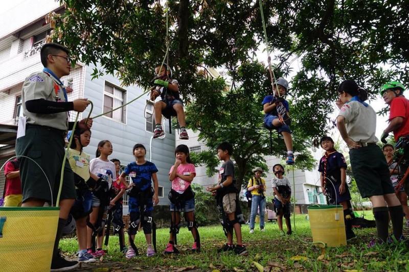 學校百歲老芒果樹和老樟樹 記錄人與樹的溫情互動
