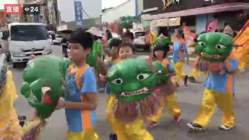 暑假強檔東石海之夏周末登場翁章梁帶隊踩街遊行宣傳