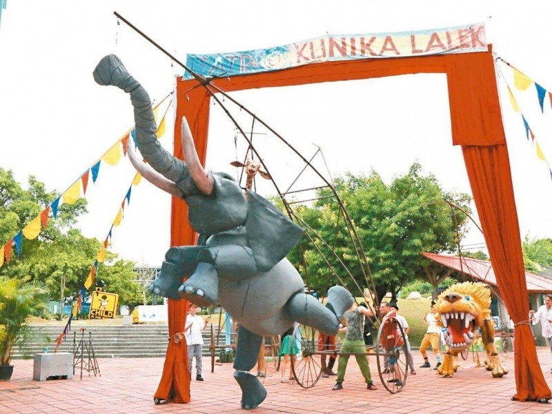 世界最大木偶馬戲團 現身宜蘭童玩節踩街