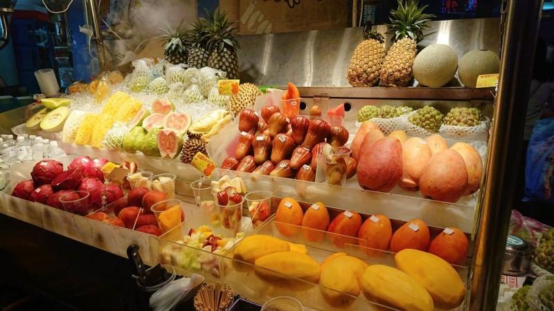 士林夜市鮮切水果每包50元 盼擺脫哄抬價格負面印象