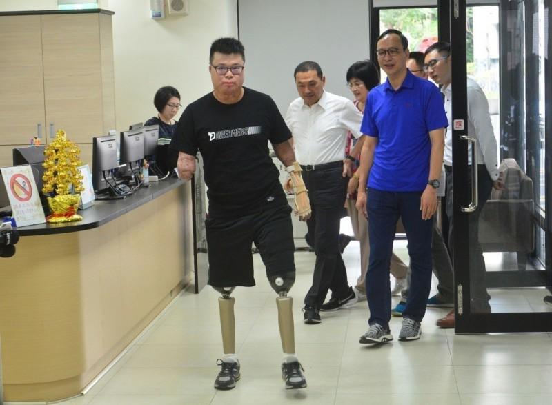 八仙事件倖存者黃博煒 截肢後以堅強毅力重新站起來