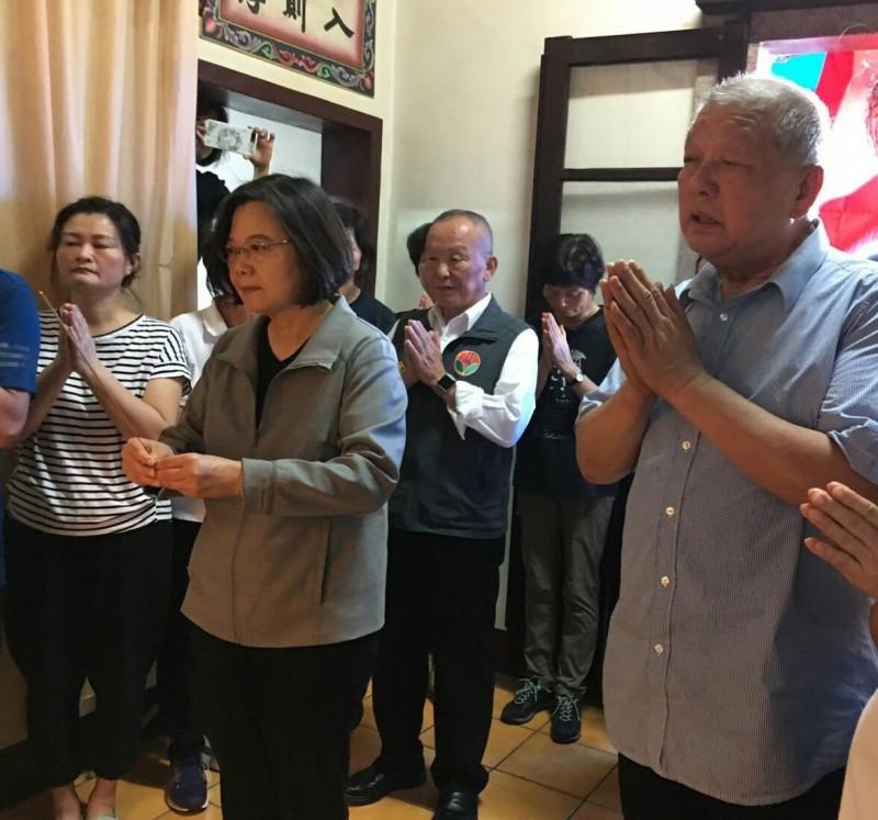 苗栗縣前縣長傅學鵬媽媽過世 藍綠總統參選人致祭