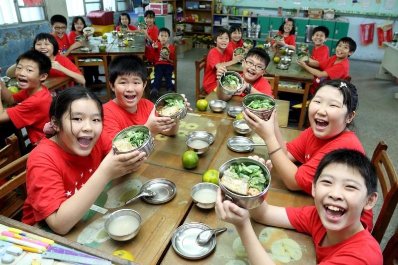新北有機午餐成效好 653校每周需33噸有機菜