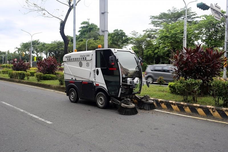 嘉義市出動「城市版掃地機器人」 菸蒂、落葉一網打盡