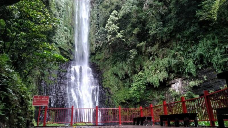 免費空氣負離子吸到飽 五峰旗最上層瀑布9月開放