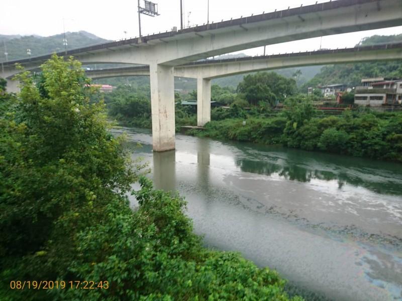 國道外包商倒油汙入台北水源特定區 險汙染民生用水