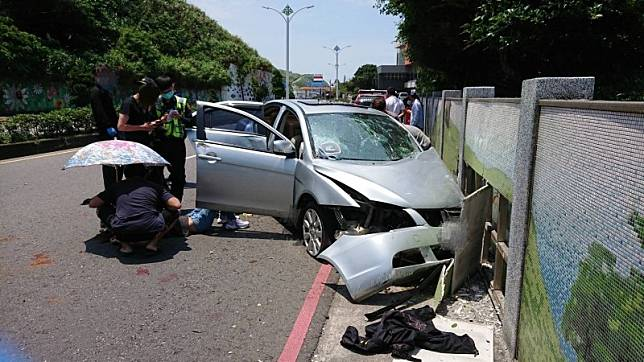 衝進迪化街民宅打死人 4男2女逃竄新北石門撞車被逮