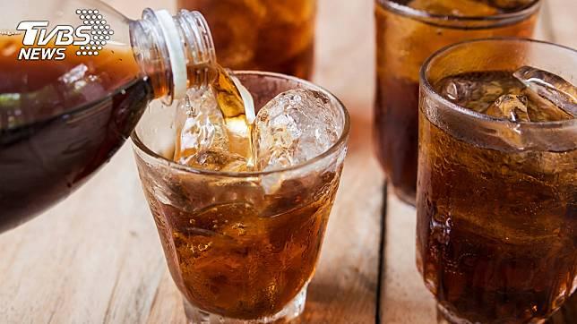 7旬嬤40年每天狂喝10罐可樂! 健檢結果曝光
