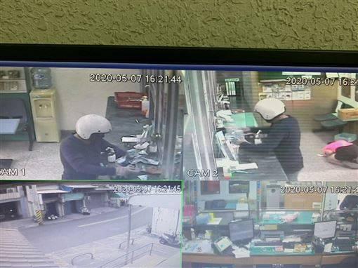 搶匪持刀挾持志工 郵局經理丟錢救人
