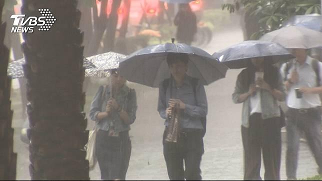 鋒面挾強降雨逼近! 雲林以北11縣市「大雨特報」