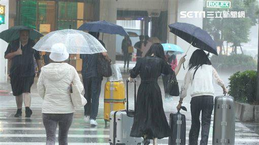 滯留鋒面挾雨襲台 15縣市大雨特報
