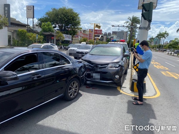 快訊/台南安平死亡車禍!休旅車追撞賓士「駕駛身亡」…3人送醫救治