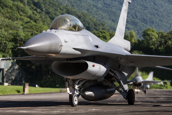 快訊/美國防部公佈1.8兆軍售合約 向台灣出售「66架F-16戰機」