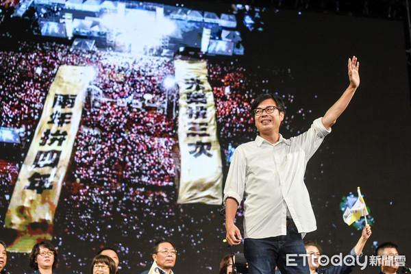 開票結束!陳其邁「狂掃67萬票」當選高雄市長 大贏2倍...藍白支持者落寞