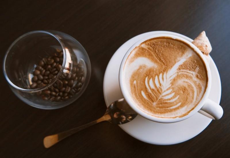 為咖啡正名!研究:每天喝咖啡可提高晚期大腸直腸癌患者生存率,四杯及以上效果更佳
