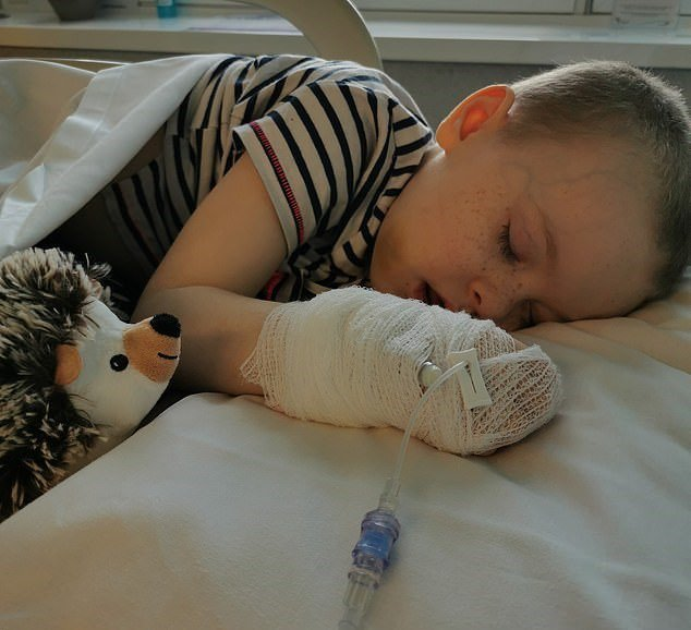 誤以為裝病!女童8次送急診查不出問題 最後竟確診為淋巴癌